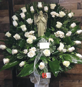 WHITE ROSE BASKET WITH STATUE
