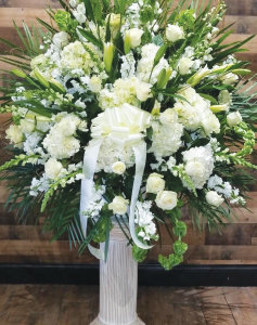 ASSORTED WHITE ELEGANT BASKET